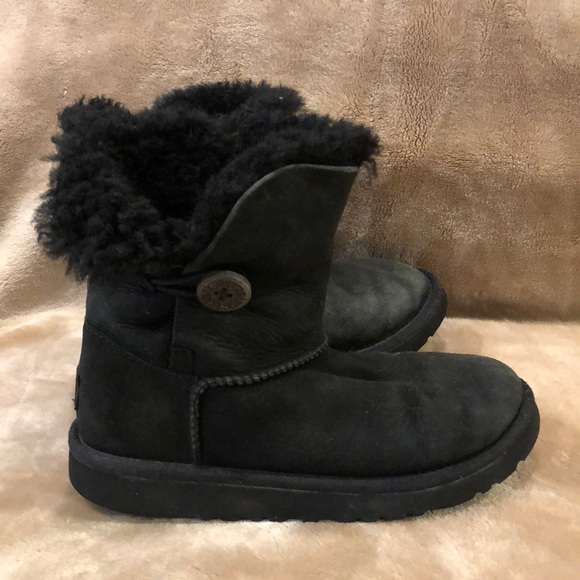 2d895e1af5f Ugg Australia Bailey Button in Black Girls Size 2